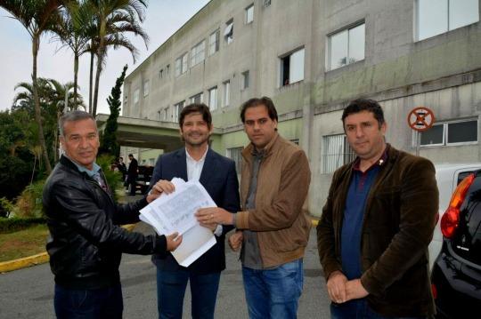 Marino entrega abaixo assinado.jpg