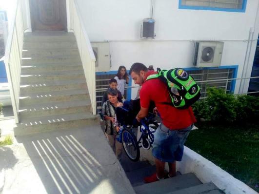 falta acessibilidade na prefeitura de Poá.jpg