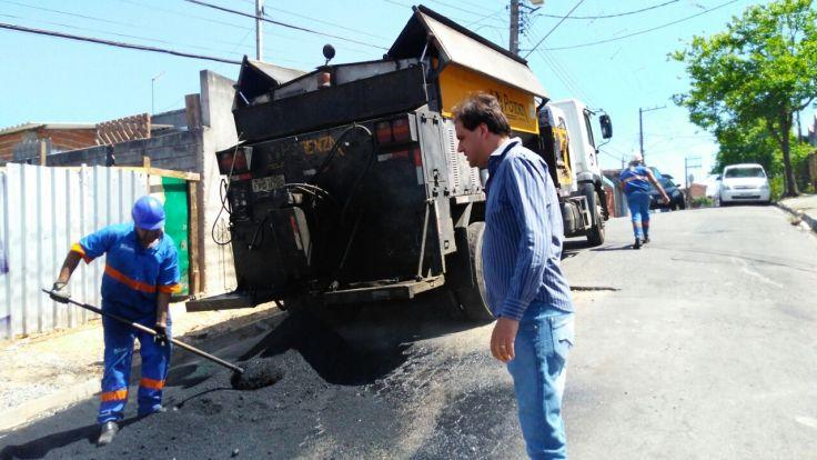 Prefeito Gian Lopes acompanha trabalhos de tapa-buraco (3).jpeg